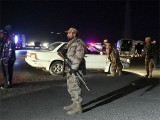 زخمیوں کو اسپتال منتقل کردیا گیا ہے جب کہ سیکورٹی فورسز نے علاقے کو گھیرے میں لے لیا، فوٹو: فائل