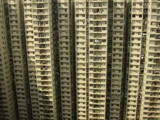 چین میں سترھویں منزل سے گرنے کے بعد ڈھائی سالہ بچی معجزانہ طور پر محفوظ (فوٹو: فائل)