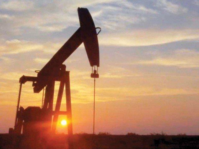 پاکستان میں کویت کی طرح تیل کے بڑے ذخائر دریافت ہوئے ہیں۔ فوٹو: فائل