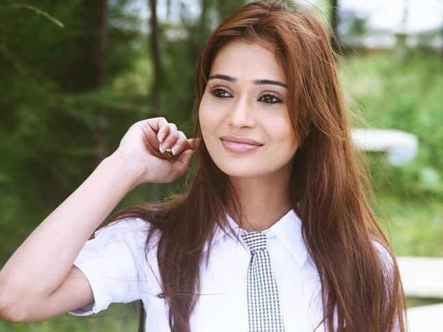 سارہ خان کی تصویر صارفین کو ایک آنکھ نہیں بھائی: فوٹو:فائل