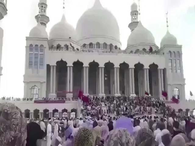 ہزاروں مسلمانوں نے جامع مسجد کے قریبی اسکوائر پر جمع ہو کر سڑک بلاک کردی۔ فوٹو : چینی میڈیا
