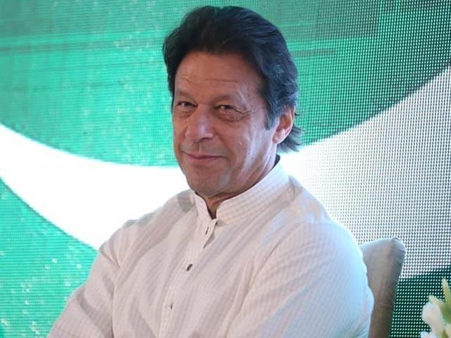 عمران خان وزیراعظم ہاؤس میں نہیں رہیں گے بلکہ منسٹرانکلیو میں رہیں گے، فواد چوہدری۔ فوٹو : فائل