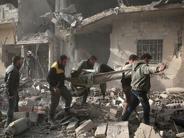 صدر بشارالاسد کی حامی فوج کی باغیوں کے ٹھکانوں پر بمباری سے 16 افراد جاں بحق اور درجنوں زخمی ہوگئے۔ فوٹو:فائل