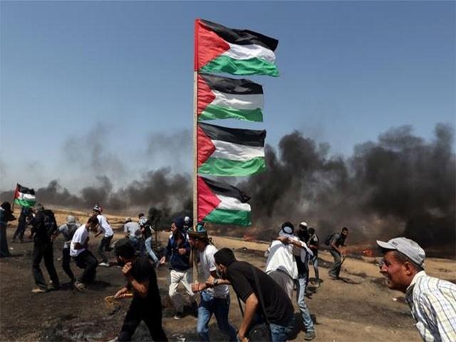 اسرائیلی ٹینک نے حماس کی 2 پوسٹوں پر بھی بمباری کی۔ فوٹو: رائٹرز