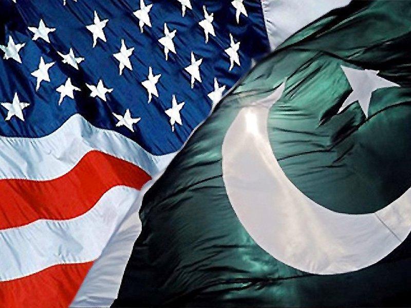 امریکا نے دہشت گردی کے خلاف جنگ کا آغاز کیا، دہشت گردی کے خلاف جنگ میں بھی پاکستان نے امریکا کا بھر پور ساتھ دیا۔ فوٹو: فائل