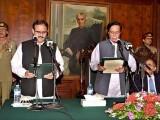 صوبے کو عمران خان کے ویژن کے مطابق چلائیں گے، تبدیلی سب کو نظر آئے گی، وزیراعلیٰ پنجاب  (فوٹو : اے پی پی)