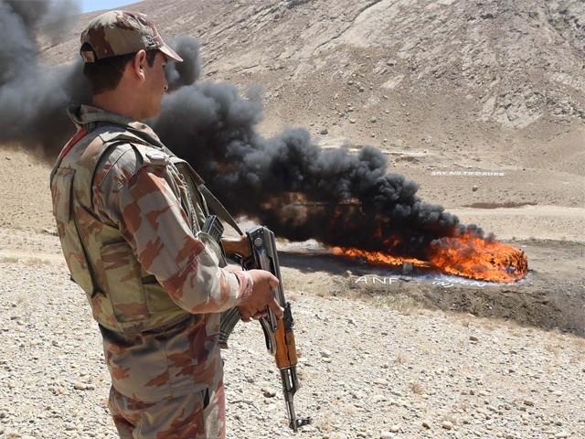 پاک افغان سرحد پر باڑ لگنے سے منشیات کی اسمگلنگ کی روک تھام میں بڑی پیش رفت ہوگی، میجر جنرل عاصم ملک ۔فوٹو: اے ایف پی
