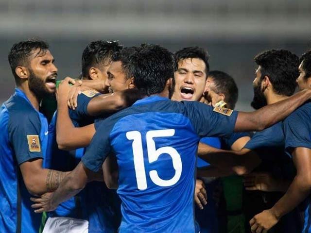 فاتح ٹیم اب ہفتے کو ٹرافی کے لئے مالدیپ سے ٹکرائے گی . فوٹو : ٹویٹر