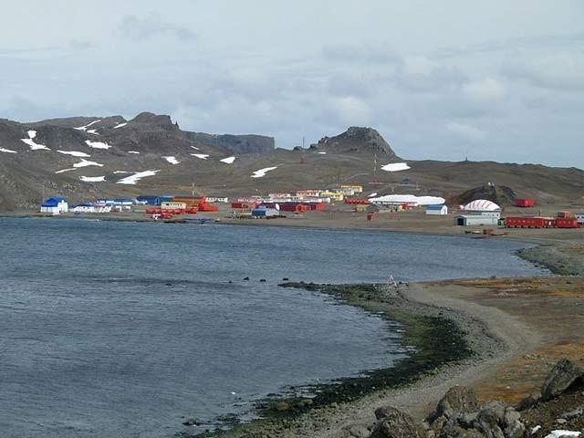 انٹارکٹیکا میں واقع چلی کا قصبہ جہاں رہائش کے لیے لوگوں کو اپنڈکس نکلوانا پڑتا ہے (فوٹو: اوڈٹی سینٹرل)
