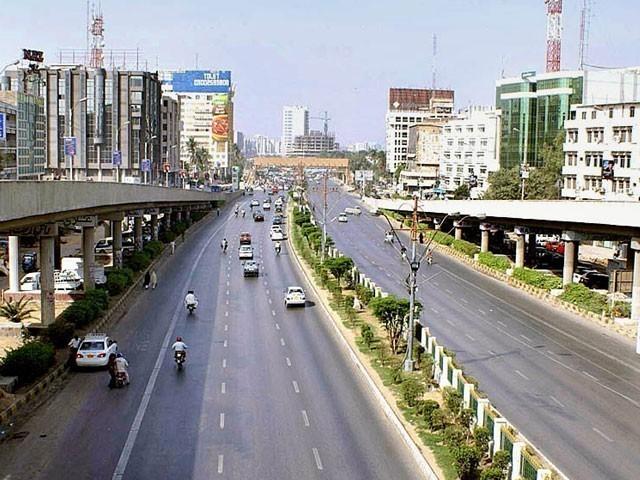 سندھ واٹر کمیشن نے شارع فیصل اور اطراف میں تجارتی سرگرمیوں کی تفصیلی رپورٹ طلب کرلی فوٹو:فائل