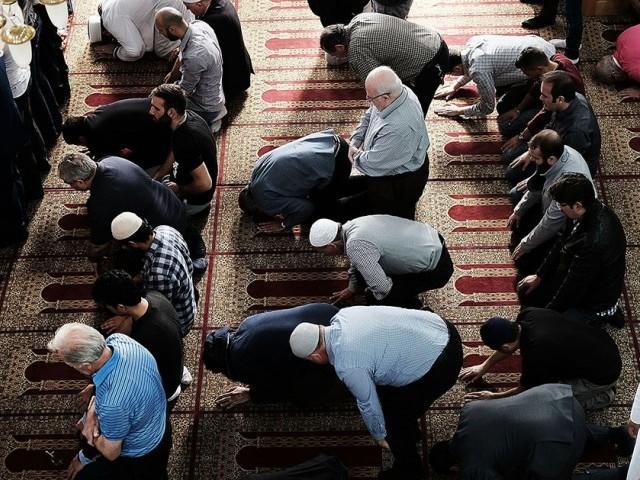 'کارگیل میٹ سولوشنز' نامی کمپنی نے کچھ عرصہ پیشتر مسلمان ملازمین کو نماز کے لیے رخصت دینے کی درخواست مسترد کر دی تھی۔ فوٹو: سوشل میڈیا