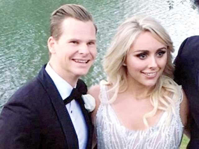 اسمتھ نے گزشتہ برس نیویارک میں ڈینی سے منگنی کی تھی۔ فوٹو: سوشل میڈیا