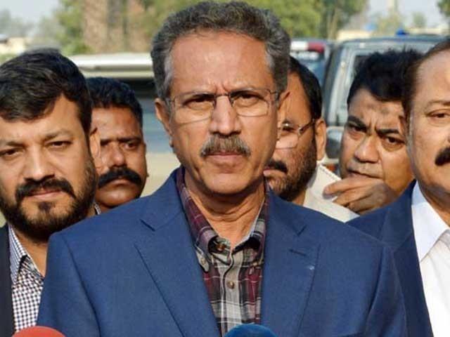 متحدہ قومی موومنٹ پاکستان عمران خان کے ساتھ ہے، وزیر اعظم بااختیار میئر چاہتے ہیں، وسیم اختر۔ فوٹو:فائل