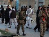سیکیورٹی فورسز نے حملہ آوروں کی تلاش کے لئے علاقے میں سرچ آپریشن شروع کردیا . فوٹو : فائل
