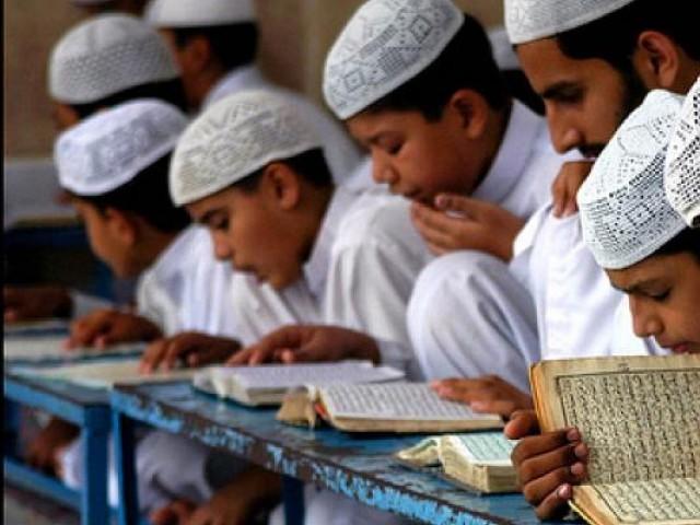 لاہور کے مدارس میں زیر تعلیم 375 سے زائد غیر ملکی طلباء کے ویزے کی معیاد ختم ہو چکی ہے فوٹو: فائل