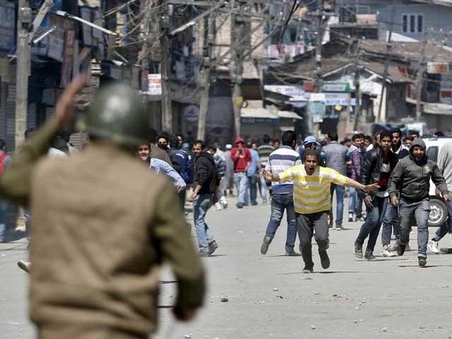 ضلع بانڈی پورہ میں سرچ آپریشن کے دوران 2 کشمیری نواجوانوں کو شہید کردیا گیا۔ ۔ فوٹو: فائل