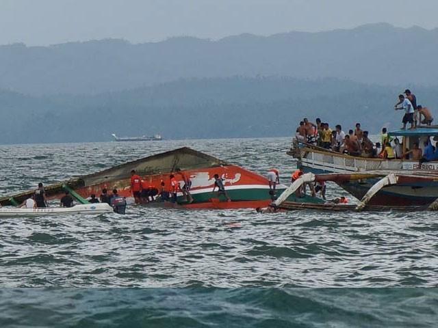 کشتی میں 400افراد سوار تھے ،فوٹو:فائل