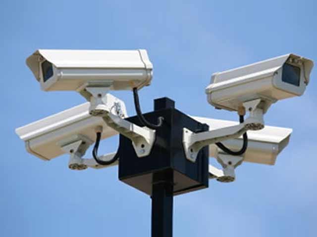 کیمرے سندھ پولیس کے ماتحت ہیں،نظام بندہونے پرجرائم پیشہ عناصر پرنظررکھنامشکل ہوگا،فوٹیجزکی مددسے کیسزحل ہوتے ہیں۔ فوٹو: فائل