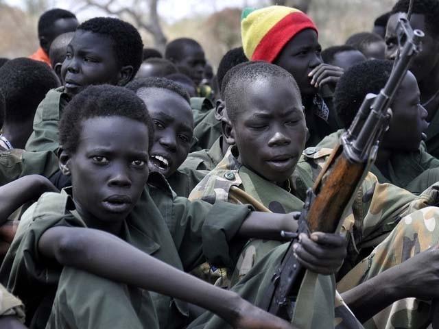 مسلح گروہ میں 2 ہزار سے زائد کم سن بچوں کو بھرتی کیا گیا تھا (فوٹو : فائل)
