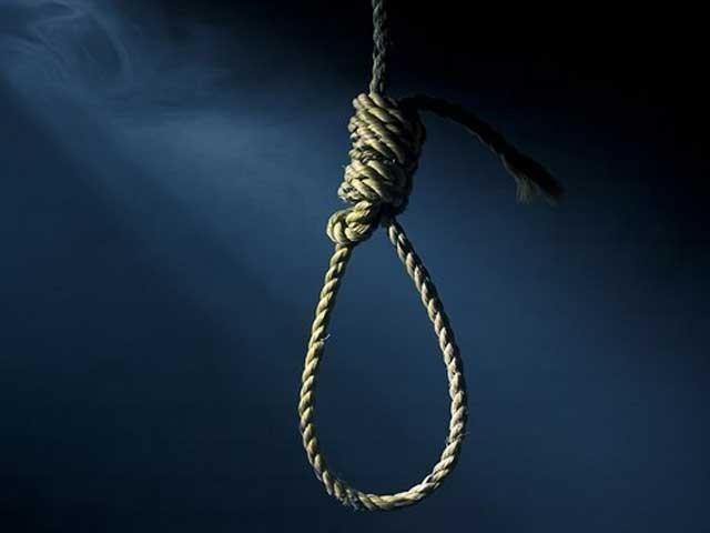 پاکستان میں سزائے موت کے مجرم کو علی الصبح پھانسی کے تختے پر لٹکایاجاتاہے فوٹو:فائل