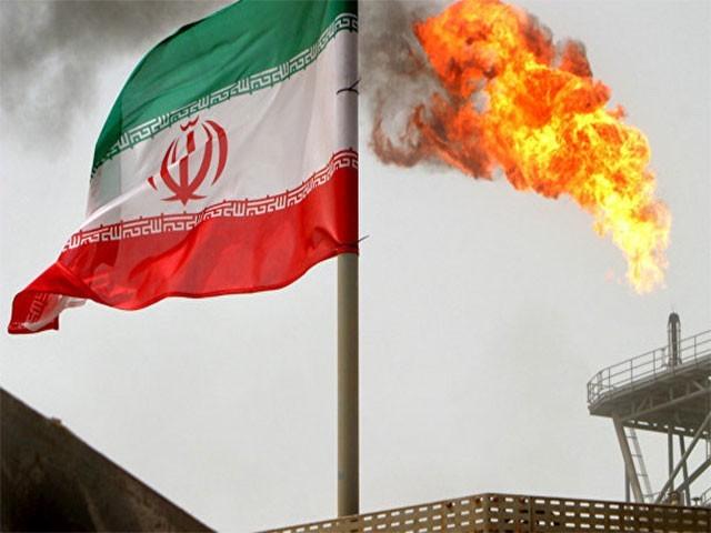 ایرانی فوج کو ساز و سامان فراہم کرنے والی کمپنیوں کو  پابندی کے شکنجے میں جکڑا گیا ہے (فوٹو: فائل)