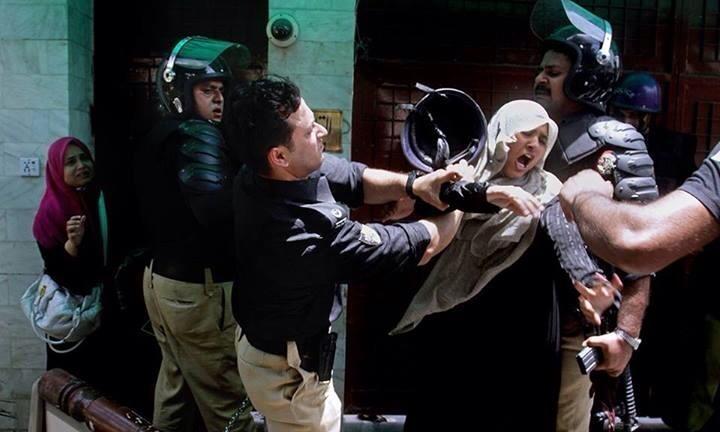 سابق آئی جی پنجاب محمد طاہر نے وزیر اعظم کے حکم کے باوجود اہلکاروں کو نہیں ہٹایا تھا (فوٹو: فائل)