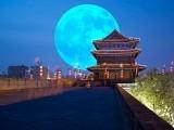 چین میں کئی ادارے ملکر مصنوعی چاندنی دینے والے سیٹلائٹ پر کام کررہے ہیں اور اگلے دو برس میں اسے خلا میں بھیج دیا جائے گا۔ فوٹو: فائل