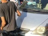 آن لائن سروس کی گاڑی کا ڈرائیور مجھے شیشے سے گھور رہا تھا، لڑکی کا الزام . فوٹو : ایکسپریس