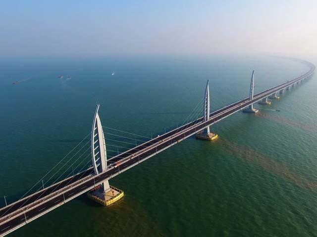 پُل 55 کلومیٹر طویل ہے اور چین کو ہانگ کانگ سے ملادے گا۔