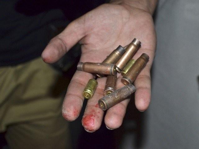 فائرنگ سے ایک شخص زخمی بھی ہوا، فوٹو: فائل