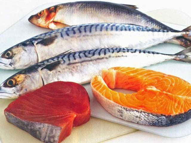 تیل والی مچھلیاں دمے کے شکار بچوں کے لیے مفید ثابت ہوتی ہیں (فوٹو: فائل)