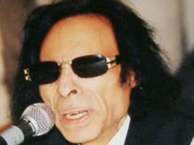 زمانے میں الگ شناخت رکھنے والے جون ایلیا 8نومبر 2002کو انتقال کرگئے تھے۔ فوٹو: فائل
