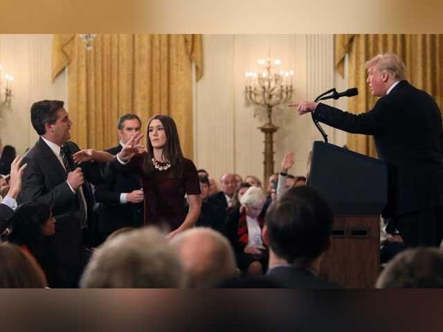 سی این این کے رپورٹر جم اکوسٹا نے امریکی صدر سے الیکشن میں روسی مداخلت سے متعلق سوال کیا تھا فوٹو:رائٹرز