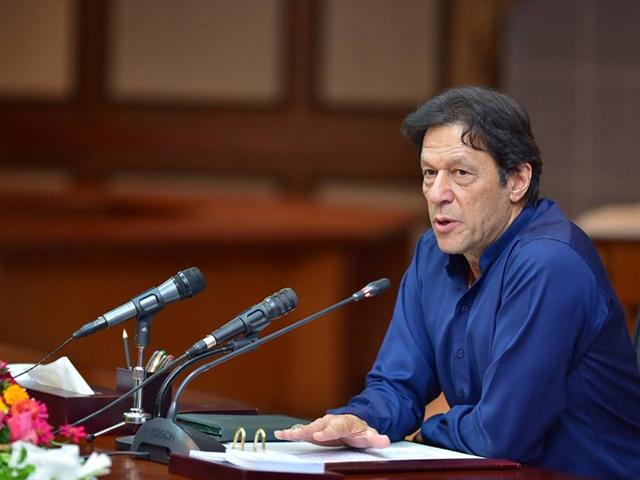 اگر دھرنا ختم نہ ہوتا تو حکومتیں ختم ہو سکتی تھیں، عمران خان. فوٹو: فائل