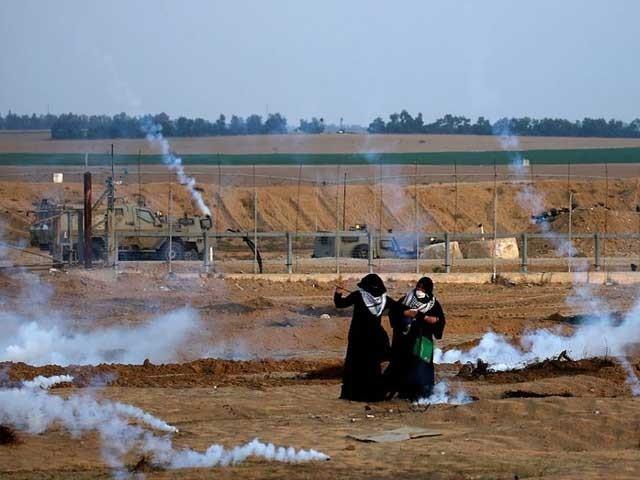 غزہ میں فلسطینی مظاہرین بڑی تعداد میں گھروں سے نکل آئے اور قابض فوج کے خلاف شدید احتجاج کیا فوٹو:شہاب نیوز ایجنسی