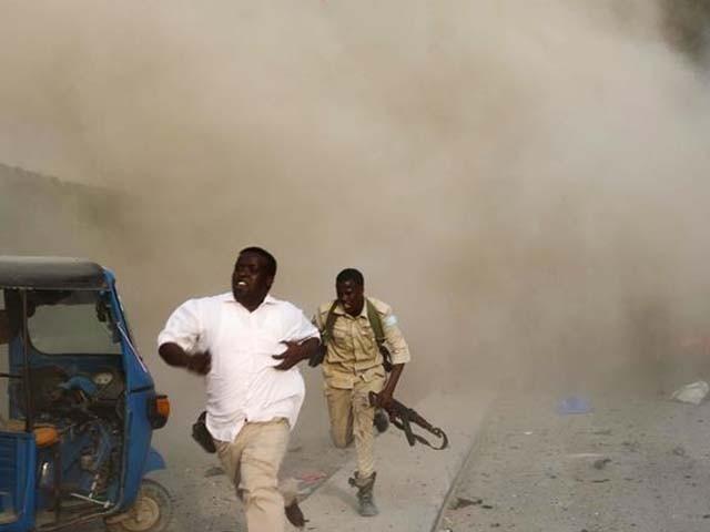 دھماکا پولیس کے تفتیشی دفتر کے نزدیک کیا گیا۔ فوٹو : رائٹرز