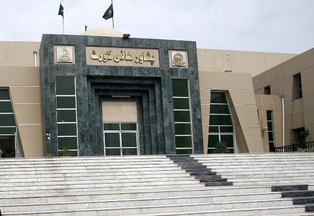 عدالت نے وفاقی حکومت، اوگرا اور گیس کمپنی کو نوٹس جاری کردیا (فوٹو: فائل)