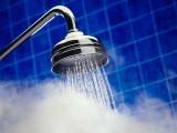 گرم پانی کے غسل سے شوگر اور اندرونی جلن میں کمی واقع ہوتی ہے (فوٹو: فائل)