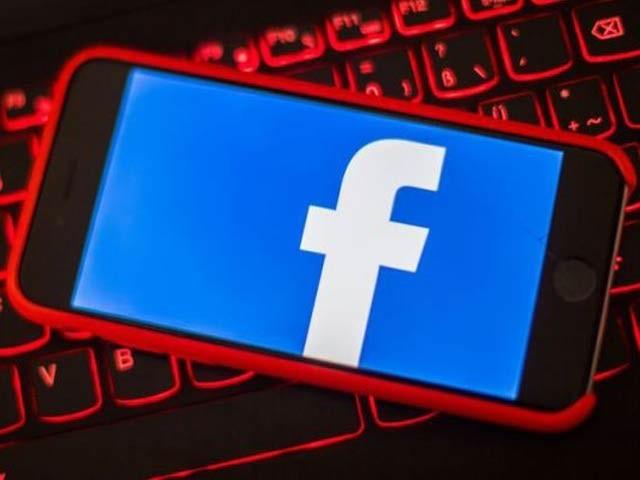فیس بک نے متنازعہ ٹٰیکنالوجی پیٹنٹ کرائی ہے جس کے تحت پورے خاندان کو ٹارگٹڈ اشتہارات دکھانا مقصود ہے۔ فوٹو: فائل