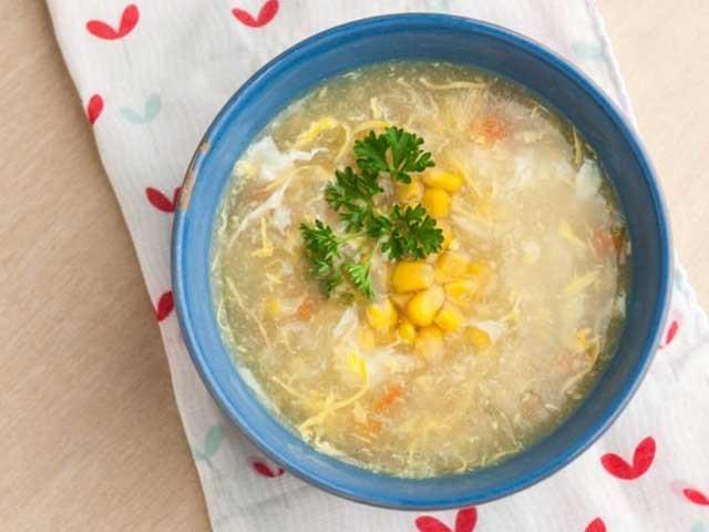 مزے دارگرما گرم کارن سوپ پیجیئے اورسردی کا مزہ دوبالا کیجیئے: فوٹو: فائل