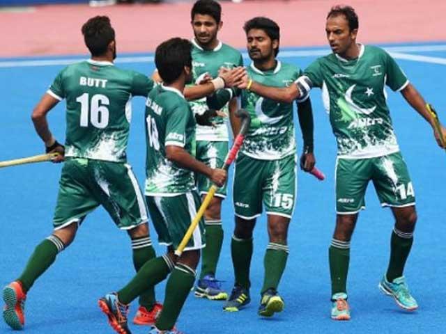 ورلڈ کپ میں فتح کا عزم لئے پاکستانی ٹیم ان دنوں ایک بار پھر بھارت میں موجود ہے۔ فوٹو: فائل