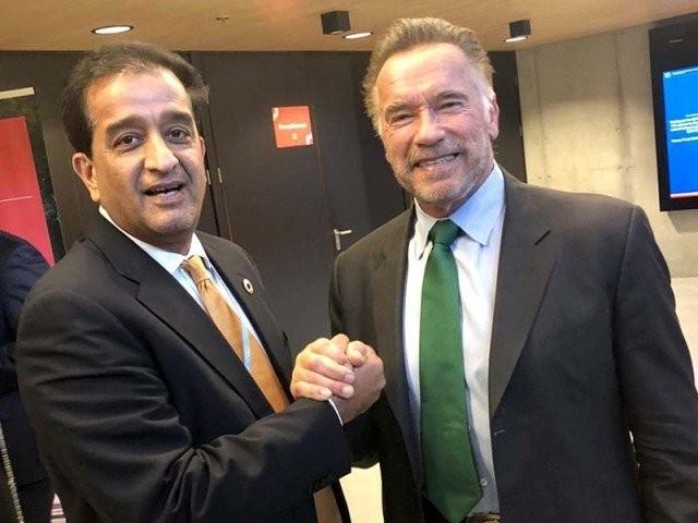 مشیرِ وزیرِ اعظم برائے موسمیاتی تبدیلی ملک امین اسلم نے آرنلڈ شوارزنیگرسے پولینڈ میں ملاقات کی