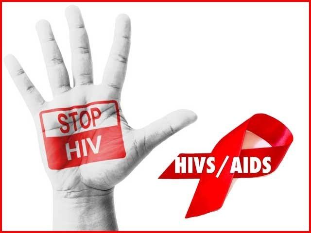 ایک لاکھ 35ہزار افراد ایچ آئی وی کے ساتھ معاشرے میں پوری آزادی سے گھوم پھر رہے ہیں۔ فوٹو: فائل