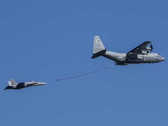 ایف اے 18 اور کے سی 130 ہرکولیس فضا میں ایندھن بھرنے کے دوران آپس میں ٹکرا گئے فوٹو:فائل
