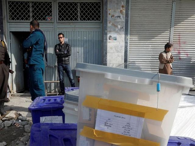 انتخابات کرانے کے ذمہ دار باڈی کے پانچ ارکان کو کمیشن سے نکال دیا گیا (فوٹو: فائل)