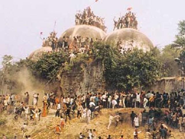 6 دسمبر 1992 کو انتہاپسند ہندوؤں کے ٹولے نے تاریخی بابری مسجد شہید کردی تھی۔ فوٹو: اے ایف پی/فائل