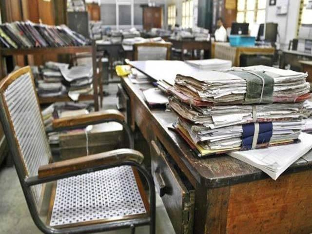 پابندی کا اطلاق پنجاب پبلک سروس کمیشن کے زیر اہتمام ہونے والی بھرتیوں پر نہیں ہوگا۔ فوٹو: فائل