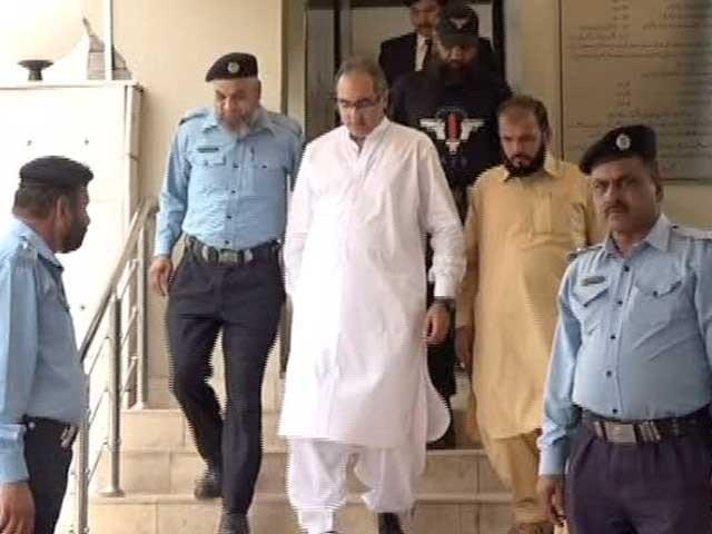 احتساب عدالت نے کرپشن میں ملوث دیگر 5 ملزمان کو بھی 7 سال قید اور نااہلی کی سزا سنائی فوٹو:فائل