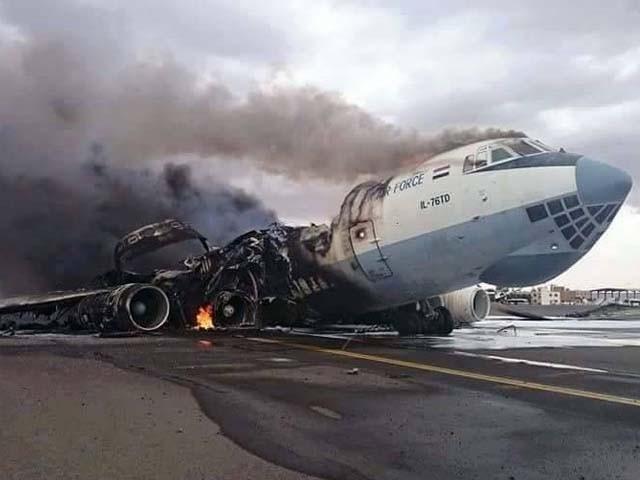 صنعا ایئرپورٹ پر چند طیارے تباہ اور درجنوں خراب حالت میں کھڑے ہیں۔ فوٹو : فائل
