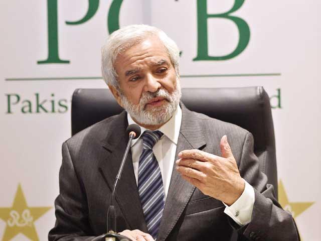آئین میں تبدیلی لاکر وسیم خان کو پی سی بی کا چیف ایگزیکٹیو آفیسر بنائیں گے، مانی فوٹو: فائل